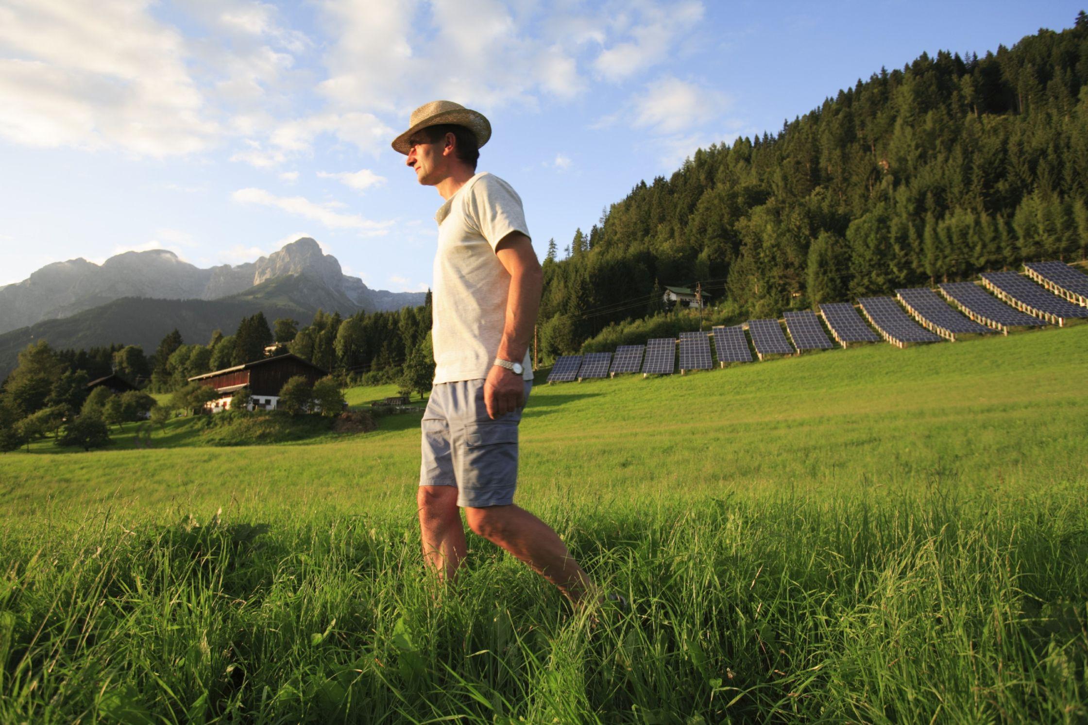 Solaranlagen mit Blick auf das Tennengebirge. Foto: Tennengebirge