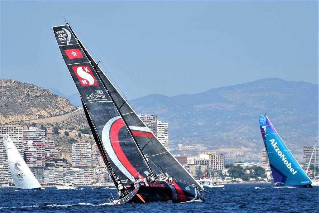 Gigantisch: die neue Volvo Ocean Racer vor Alicante.